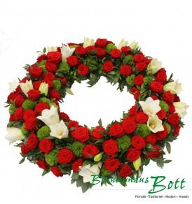 Trauerkranz rote Rosen, weiße Lilien